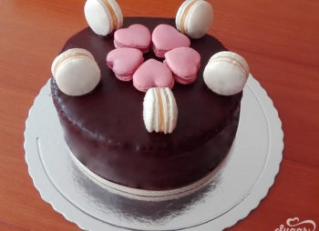All Chocolate cake decorado com Macarons